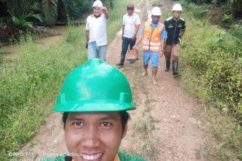 Foto Bersama sehabis Menyusuri Areal Banjir (The A Team)