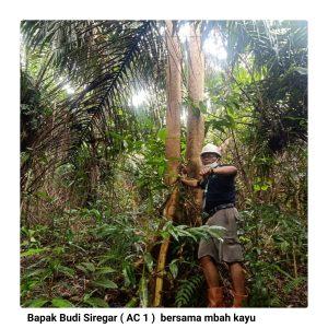 Area Controller 1 Berpose bersama Mbah Kayu di BHJE
