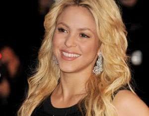 Shakira adalah penyanyi, penulis lagu, penari, produser musik, koreografer dan model. Berbakat, cerdas, sensual dan pemberani
